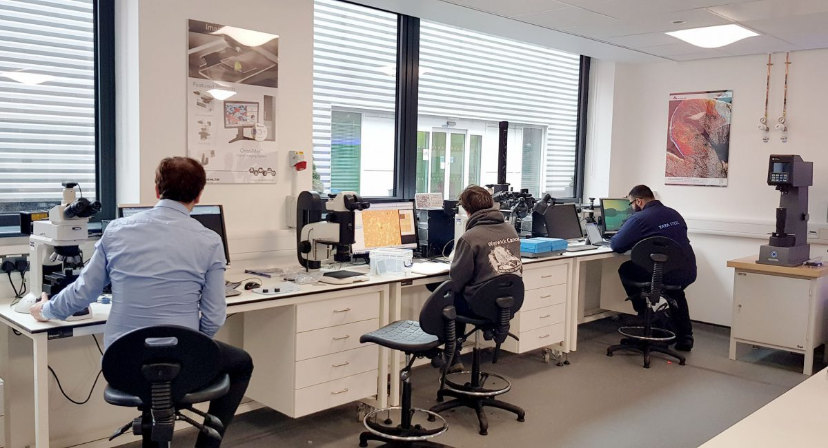 The recently opened Solutions Centre on the campus of the University of Warwick/UK is equipped with the latest systems for sample preparation and material characterisation. © Buehler